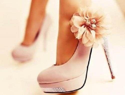 ¿Te sientes bajita y quieres verte más alta? Existen ciertos trucos en el mundo de la moda para parecer más alta http://adrianabetancur.com/#!/como-parecer-mas-alta-sin-usar-tacones-altos/