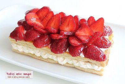 Llegaron las fresas, esa fruta de temporada que tanto nos gusta. En esta ocasión vamos a hacer un hojaldre de fresas y nata,  un dulce de cuento. http://postresentreamigos.com/hojaldre-de-fresas-y-nata/
