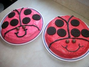 Easy ladybug cakes. Post also has idea for easy butterfly cake.