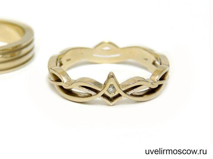 Парные обручальные кольца из желтого золота с орнаментом