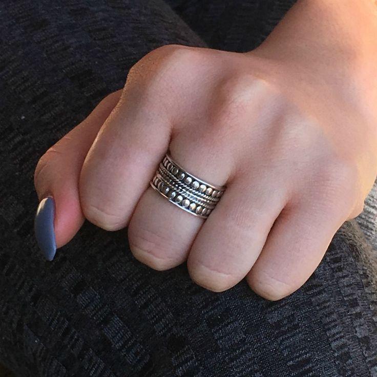Het aanbod van My Unique Style varieert van kleine knuckle ringetjes, gouden ringen, zilveren ringen, ringen met natuursteen en nog veel meer.