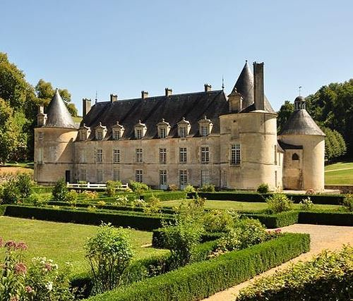 Castle of Bussy Rabutin, Bussy-le-Grand, Côte-d'Or department, Bourgogne, France... www.castlesandmanorhouses.com ... The Château de Bussy-Rabutin, also known as Château de Bussy-le-Grand, developed from a 12th-century castle founded by Renaudin de Bussy. It was rebuilt in the 14th century, and the Renaissance galleries were added in the 1520s. It was altered during the reigns of Henri II (1547–1559) and Louis XIII (1610–1643).