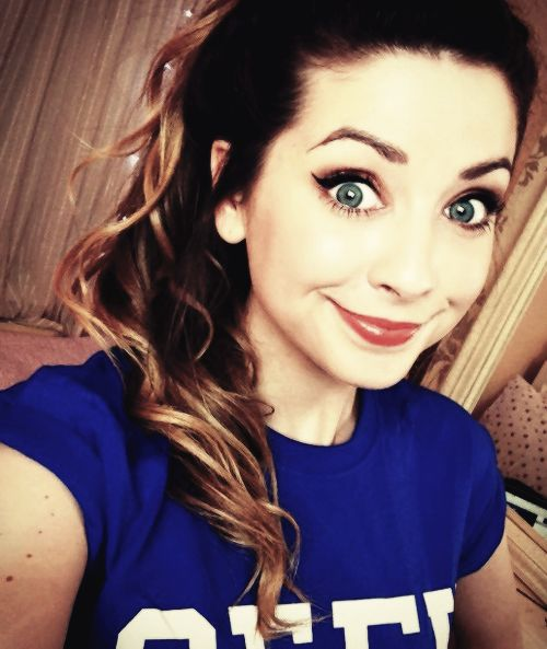I know that she is practically not a celeb. but for me she is... I started watching her at the beginning of this year and I can say that I got all my inspiration for make-up and style from her and I'm glad. So thank you so much Zoe for showing me the other side of beauty! #Zoella <3 or just #ZoeSugg <3
