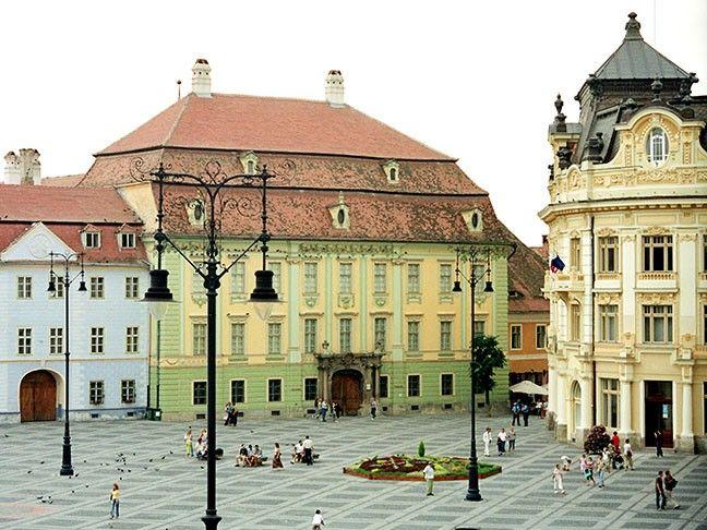 la Sibiu vreau sa vizitez muzeu brukenthal si muzeul Astra