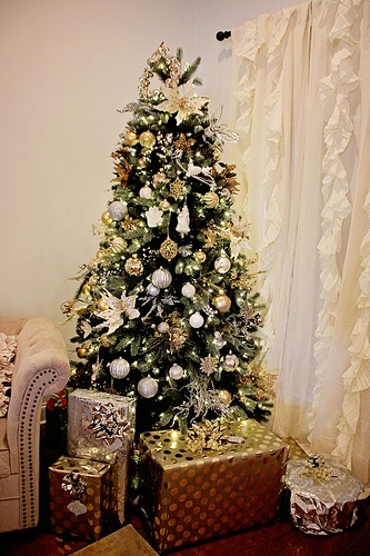 36 best images about gold and silver christmas on for Blue gold and white christmas tree