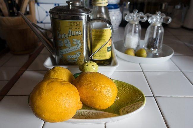 Silný nápoj na očistu pečene s olivovým olejom a citrónovou šťavou