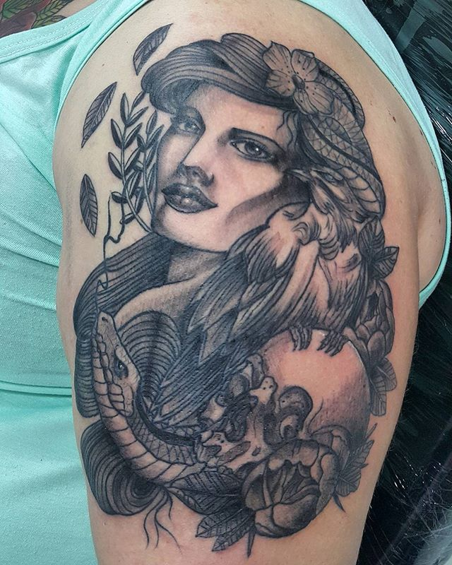 Foto do trampolim de ontem !#tattoo #tattooartists #tatuajes #tatuage #tatueje #newtraditional #skull #cranio #corvo #cobra #corvotattoo