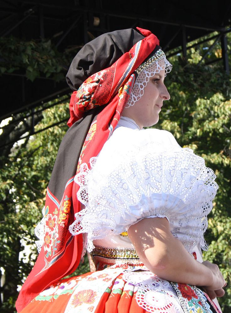 Kroj 20 rukávce svobodné ženy - Moravské kroje – Wikipedie