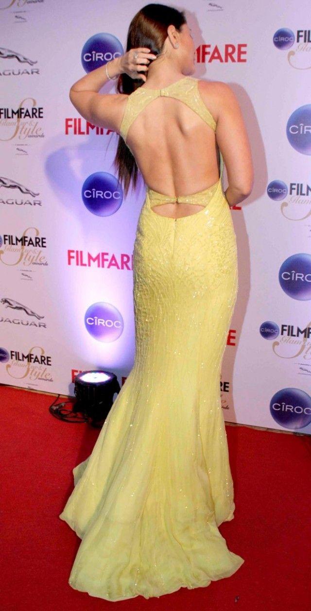 Kareena Kapoor in a Roberto Cavalli Atelier gown at the Filmfare Glamour & Style Awards.