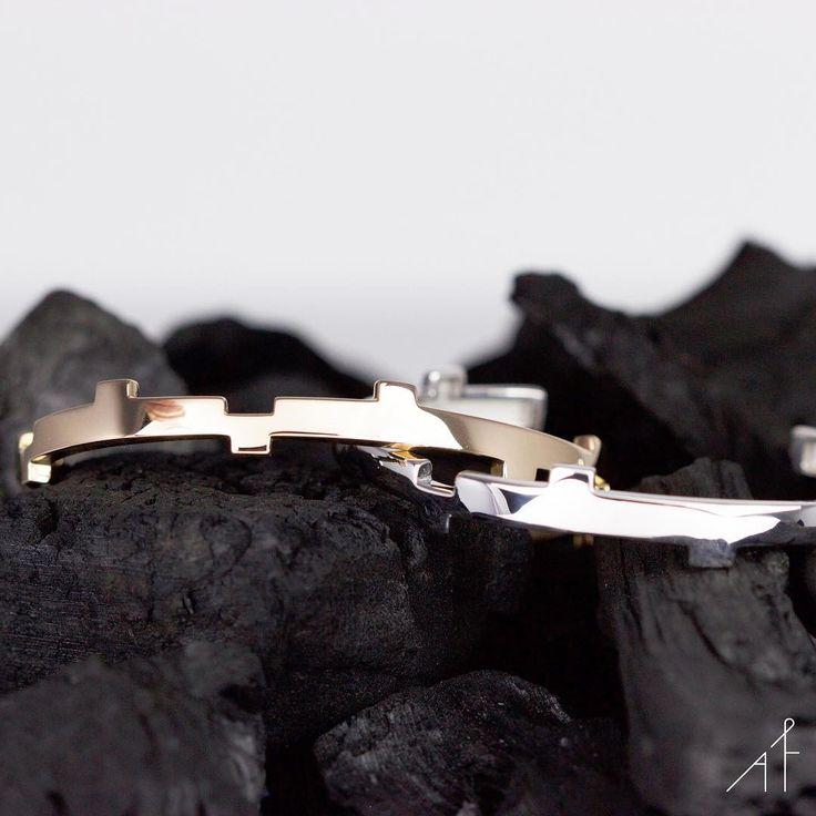 Legoo Bracelet: An epic architectural jewelry.  .  .  .  #afewjewels #jewelry #jewel #gold #silver #legoobracelet #bracelet #goodmorning #fashion #style #fashionista #design #unique #geometric #colour #colorful #sharp #angle #amazing #beautiful #shop #shoponline #spain #barcelona #charcoal #black #summer #cuff #afew