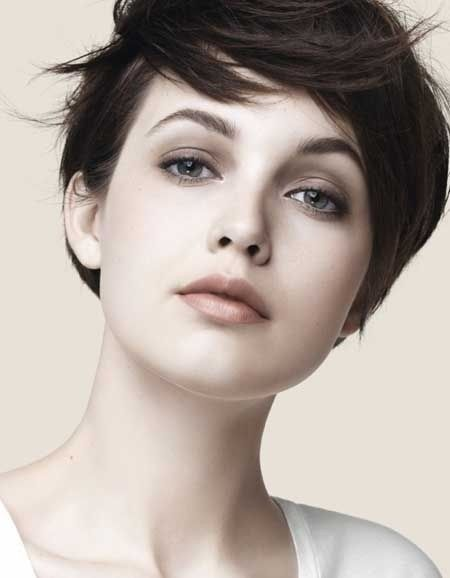 Chic Short Hair Style for Summer; I have a square face, so I'm thinking this would look good.