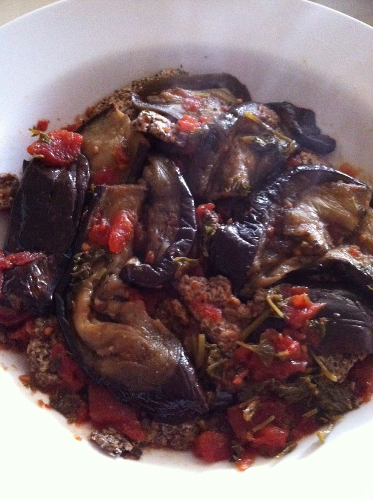 LUNCH/DINNER @ 4:30am - Wednesday (4/24/13) - Roasted eggplants with olive oil, balsamic vinegar, fresh parsley and crushed tomatoes, served with lots of chia crisps.