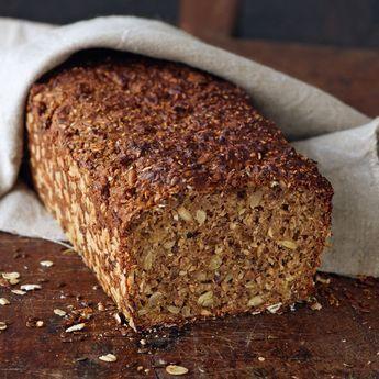 Dieses körnerknackige Brot ist genau das Richtige für Brotbackanfänger, weil es einfach zu backen ist und ohne alle Hilfsmittel, sogar ohne Sauerteig,...