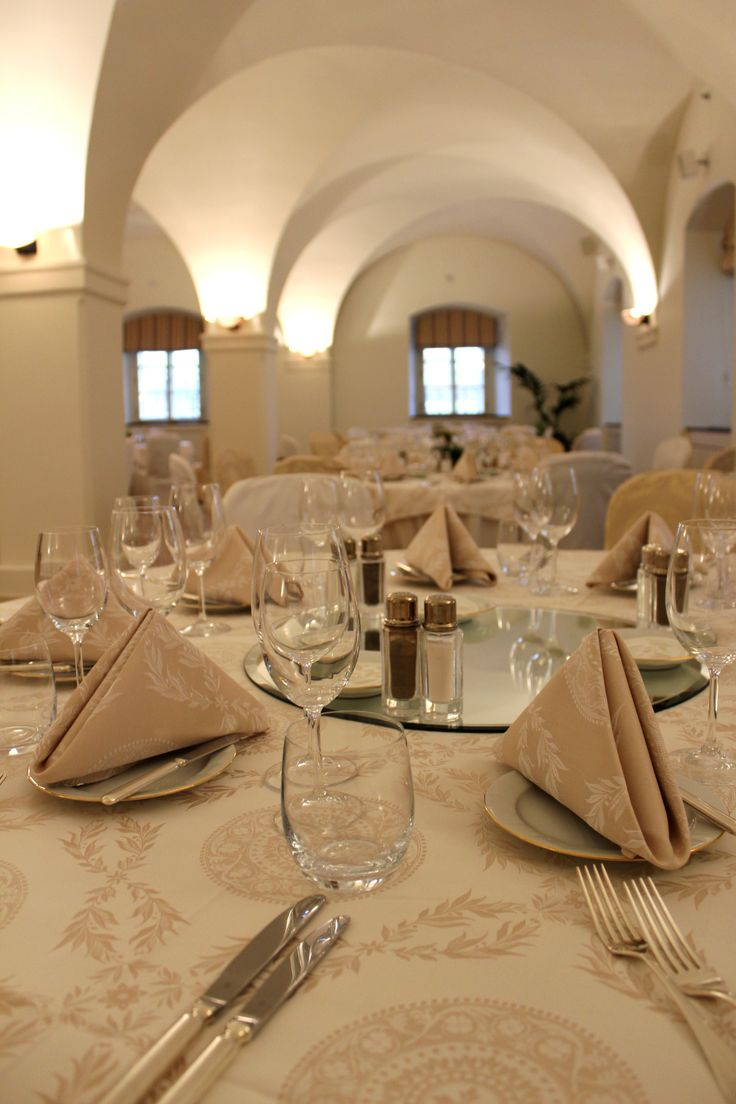 Welcome to Vltava ballroom in our stunning Baroque building. Perfect setting for gala dinner.