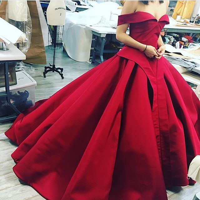 #fashion #fashionista #fashionpost #fashiongown #gown #gowns #dress #dresses #stylish #stylishdress #bride #bridal #wedding #weddingdress #weddingfashion #weddinggown #weddinggowns #couture #hautecouture #couturedress