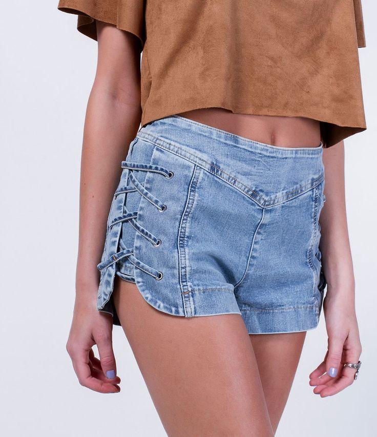 Short feminino  Modelo cintura alta  Amarração lateral  Efeito marmorizado  Marca: Blue Steel  Tecido: jeans  Composição: 81% algodão, 7% poliéster e 2% elastano  Modelo veste tamanho: 36           COLEÇÃO VERÃO 2016         Veja outras opções de    shorts femininos.