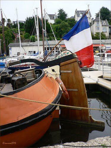 Péniche Hollandaise à l'origine, elle transporte des gens sur les rivières