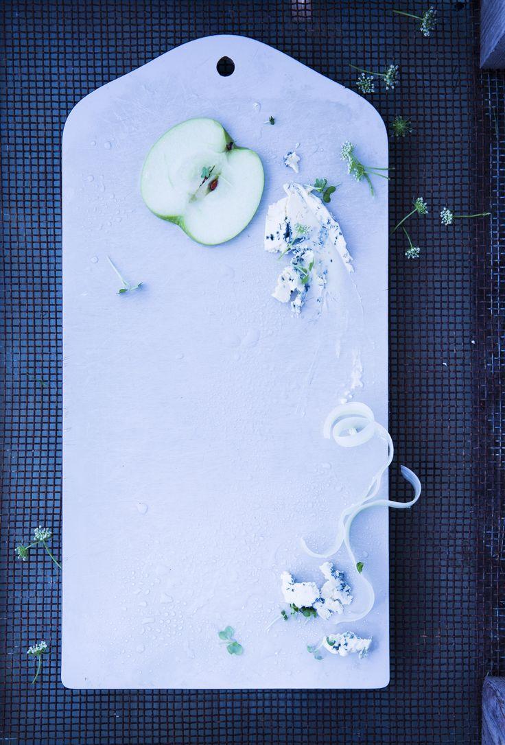 apple cuttingboard