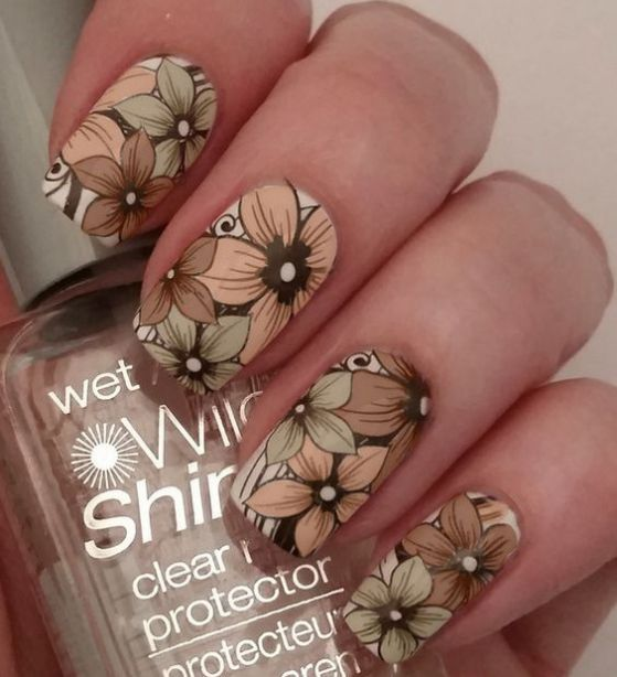 uñas blancas con flores