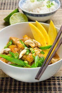 Rezept: Exotisches Mango-Curry mit Hähnchen und Zuckerschoten