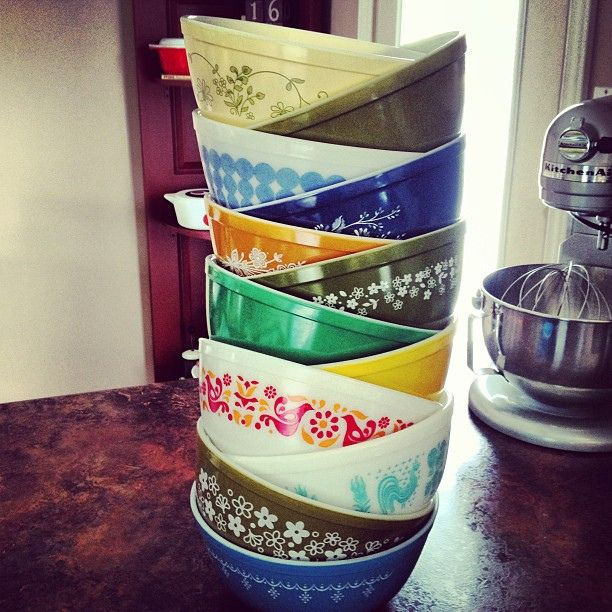 Stack of 403's. love this but I'm neurotic about having the whole set of a pattern... And always keeping patterns together. Am I alone in my pyrex quirks?