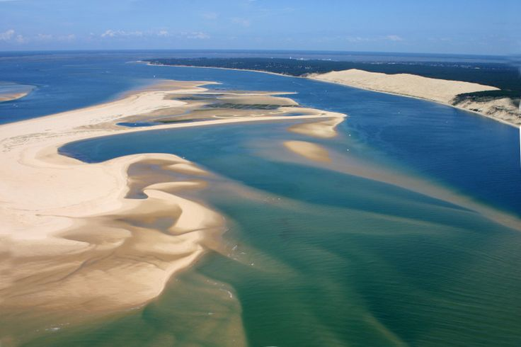 At the heart of Landes de Gascogne, between the Atlantic Ocean and dunes, Arcachon Bay was shaped by tides since the dawn of time. Between the Dune du Pilat in the south and north of Cap Ferret Point, a narrow passage formed and ever changing, a dreaded navigation for sailors. © guitou33 - Fotolia.com
