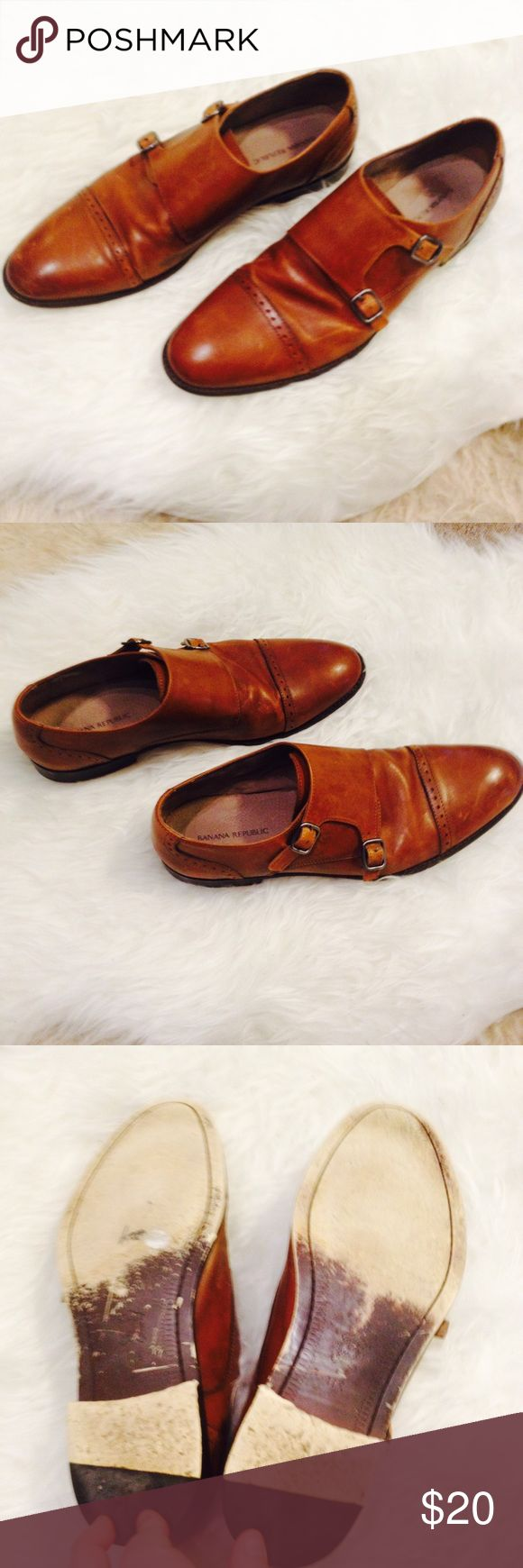 Men's Banana Republic leather shoes Men's Banana Republic leather shoes with buckles. Some wear on bottom but overall good used condition. Banana Republic Shoes Loafers & Slip-Ons