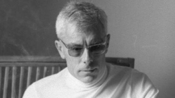 Perfil de Gabriel Ferrater: Autor no gens susceptible de ser adscrit a cap moviment en particular, Ferrater representa la voluntat de regeneració del sistema literari català en el període de postguerra. La seva poesia és escrita i publicada durant els seixanta. Moment crucial de canvi i de polarització estètica entre la línia de tradició postsimbolista i l'emergent realisme històric. Amb tot, no hi ha interès per la seva poesia sinó a partir del 1968 i sobretot a partir de la seva mort.