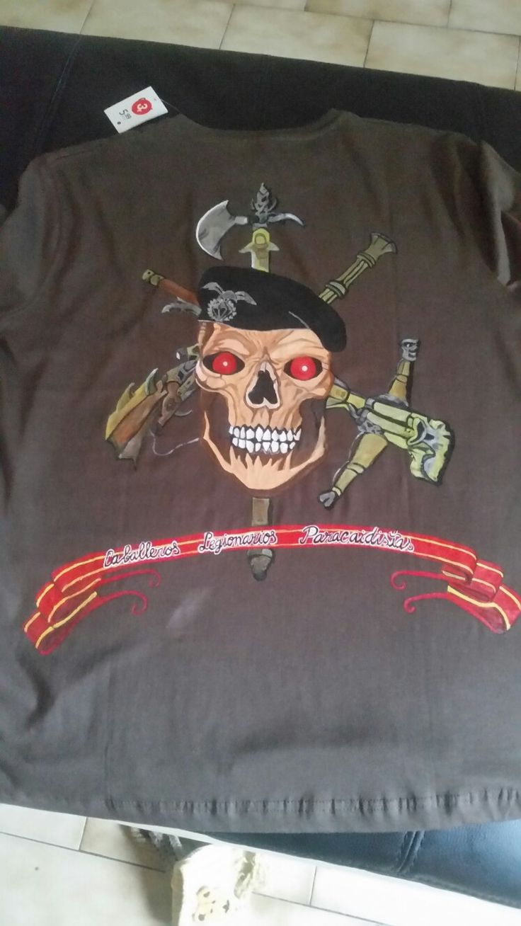 Camiseta pintada a mano paracaidista