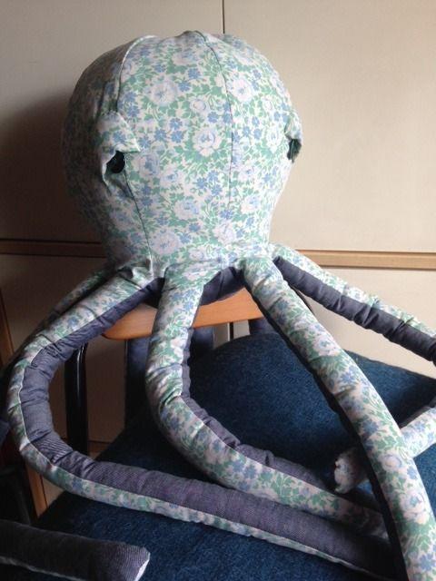 pieuvre géante liberty vintage - trophée doudou coussin - décoration pour chambre : Chambre d'enfant, de bébé par sheren