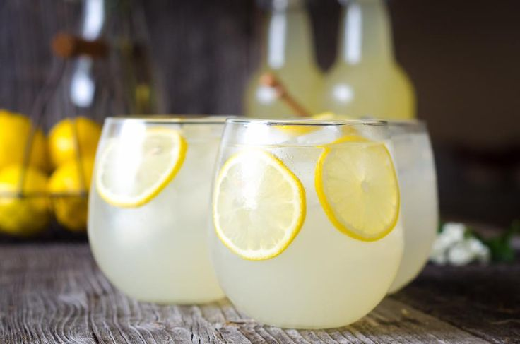 🍋 LakeHouse Lemonade is the best lemonade! 🍋  Jack Daniels, Triple Sec, sour & lemon lime soda, garnished with a lemon wheel  LakeHouse restaurant Lake Bluff IL