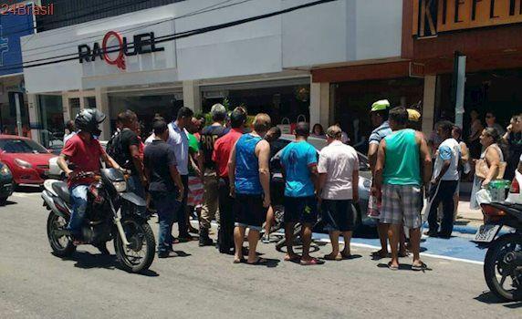 Homem é imobilizado e apanha da população após furtar bicicleta em Campo Grande, Cariacica