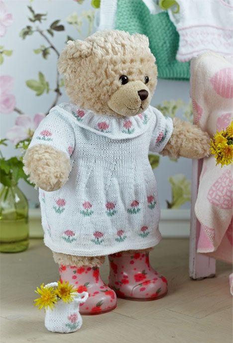 Hvid kjole med roser http://www.hendesverden.dk/handarbejde/strik/Hvid-kjole-med-roser-til-Build-a-bear/