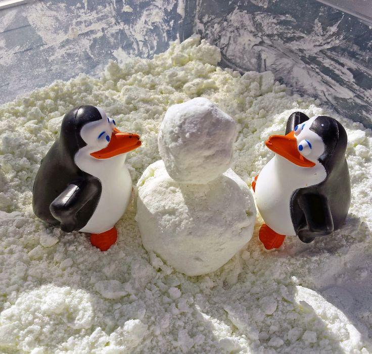 A l'instar d'Olaf dans la reine des neiges, nous avons cette semaine, essayé la neige en été . Une recette de neige artificielle toute simp...