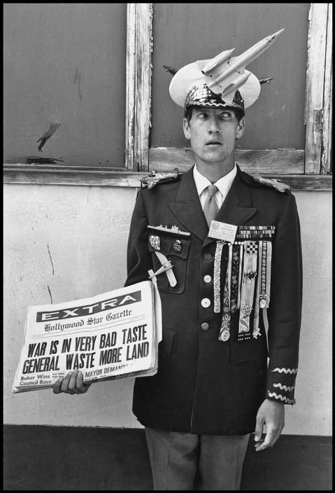 "Pacifist demonstrating in Santa Monica. ""Waste more land"" aludes to the name of the US Commander-in-Chief in Vietnam, General Westmoreland. 1968. (Dennis Stock): General Westmoreland, Fab Fotographi, General Wasting, Pacifist Demonstrations, 1960S, War Vietnam War, Photo Photo Photoshop, Dennis Stockings, Warvietnam War"
