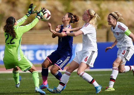 デンマーク戦でゴール前に攻め込む大儀見(左から2人目)=4日、ポルトガル・パルシャル(AFP=時事) ▼5Mar2015時事通信|W杯連覇へ苦しいスタート=なでしこ、仮想スイスに屈す-アルガルベ女子サッカー http://www.jiji.com/jc/zc?k=201503/2015030500061
