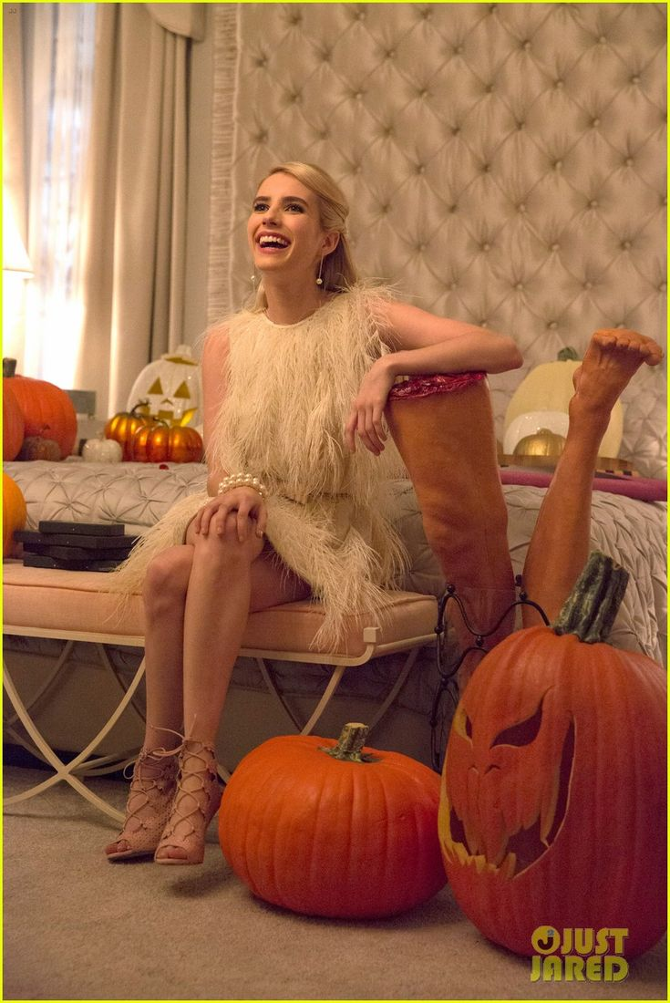 'Scream Queens' Cast Perfectly Spoofs Taylor Swift's Swiftmas! | scream queens cast spoofs taylor swift with chanel o ween 05 - Photo