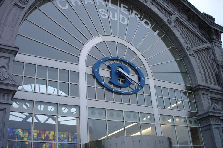 Reloj de torre de la Estación Charleroi sud (Bélgica)
