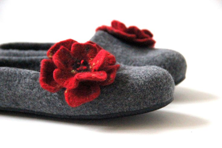 Women slippers - felted wool slippers - grey slippers with red flower - made to order by AgnesFelt on Etsy