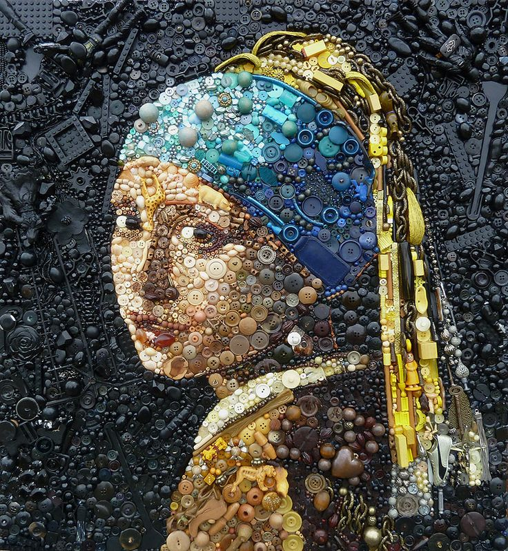 """Milhares de objetos multicoloridos encontrados por aí servem de matéria-prima para a artista britânica Jane Perkins. Na coleção """"Plastic Classics"""", Jane produz peças que recriam clássicos trabalhos de arte e retratos de personalidades icônicas, usando botões, peças de Lego, conchas, colheres de plástico, prendedores de roupa, entre outras pequenas peças. Suas criações são uma combinação de inúmeros objetos que proporcionam diferentes sensações de tamanho, cores e texturas."""