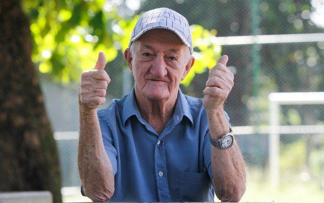 Russo, ex-assistente de palco, morre no Rio aos 85 anos -   Antônio Pedro de Souza, o Russo, que foi assistente de palco da TV Globo, morreu na manhã deste sábado, 28, no Rio. Russo, de 85 anos, estava internado há uma semana no hospital Mário Lioni, em Duque de Caxias, na Baixada Fluminense.  A neta de Russo, Bruna Bergamini, contou que o avô - http://acontecebotucatu.com.br/nacionais/russo-ex-assistente-de-palco-morre-no-rio-aos-85-anos/