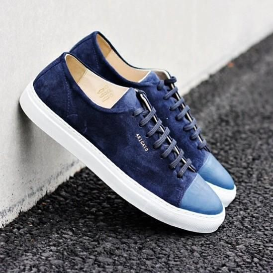 Axel Arigato navy suede sneakers with cap-toe #axelarigato #sneakers