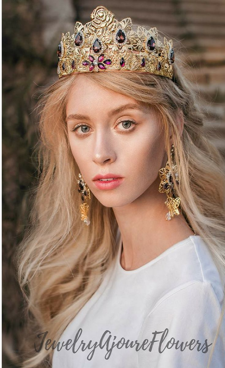 gold weddings crowns handmade complete with spectacular earrings. I accept orders for manufacturing in any color scheme! I will put into life all your ideas