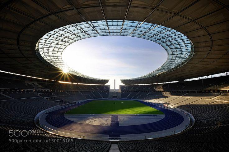 #architectureberlingermanylightolympiastadionolympicshadowstadiumsunsunsettravel #edutilos (November 24 2015 at 04:51PM) Olympiastadion Berlin