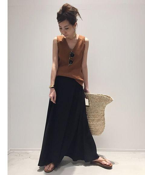 大きく開いたネックラインが女性らしいブルーバードのタンクトップは、真夏に一枚で着れて、デイリーからカジュアルオフィススタイルまで幅広く活用できます! <br />コットン素材でご自宅での洗濯も可能です。 <br /> <br />ーーーーーーーーーーーーーーーーーーーーーーーーーーーーーーーーーーーーーーーーーーーーーーーーーー <br /> <br />商品番号:17070570000530 <br />カラー:ブラック、カーキ 、オレンジ <br />サイズ:フリー <br />価格:¥12,000+tax <br /> <br />L'Appartement店舗:販売中 <br />ベイクルーズストア:販売中 <br /> <br />ーーーーーーーーーーーーーーーーーーーー...