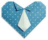 Maak een origami met papier en bekom de hemd met das van papa.