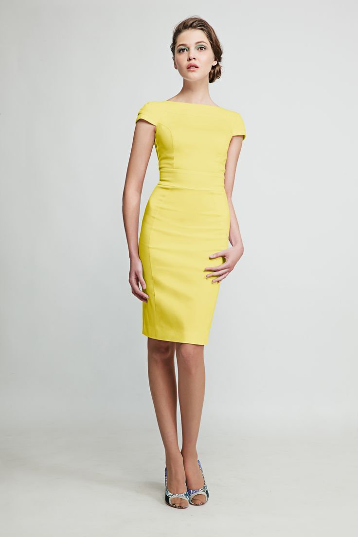 This open back yellow pencil dress makes you feel like a star whether you´re at a meeting in your office or having a coffee by the Seine. www.marimofashion.com