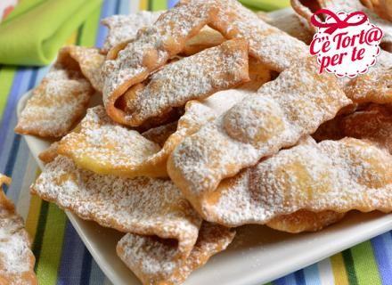 Ecco dei gustosi Nastrini all'amaretto da preparare per festeggiare #Carnevale.  Clicca e scopri la #ricetta...