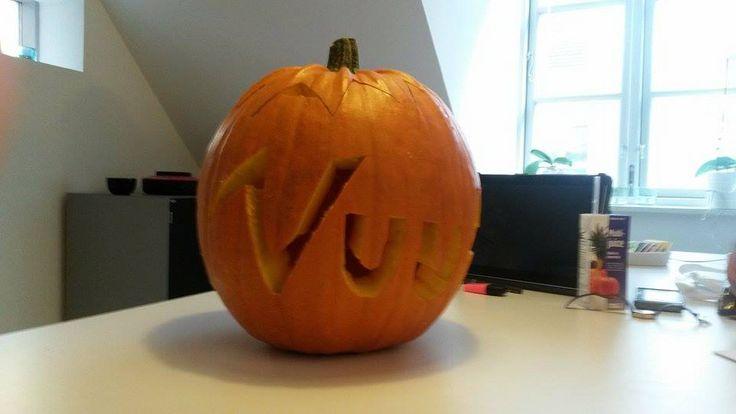#office #carving #pumpkin #halloween #aarhus #Vuuh #græskar #udskæring #fun #sjov #kontor #logo #scary #prices #checkitout #DIY