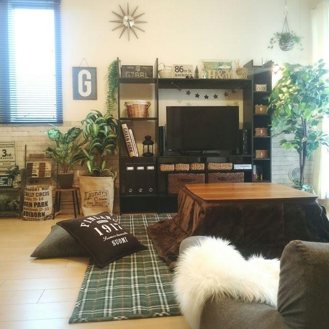 Mikaさんの、部屋全体,1LDK,ニトリ,コタツ,セリア,salut!,フェイクグリーン,賃貸,2人暮らし,ムートン,狭いリビング,賃貸アパート,レンガシート,タータンチェック,IKEAのテレビ台,のお部屋写真
